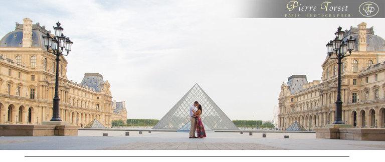 Panoramic Louvre Couple