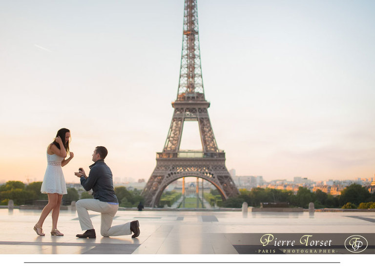Proposal photoshoot at Eiffel Tower in Paris