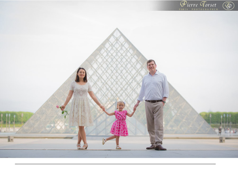 Family picture at Louvre in Paris