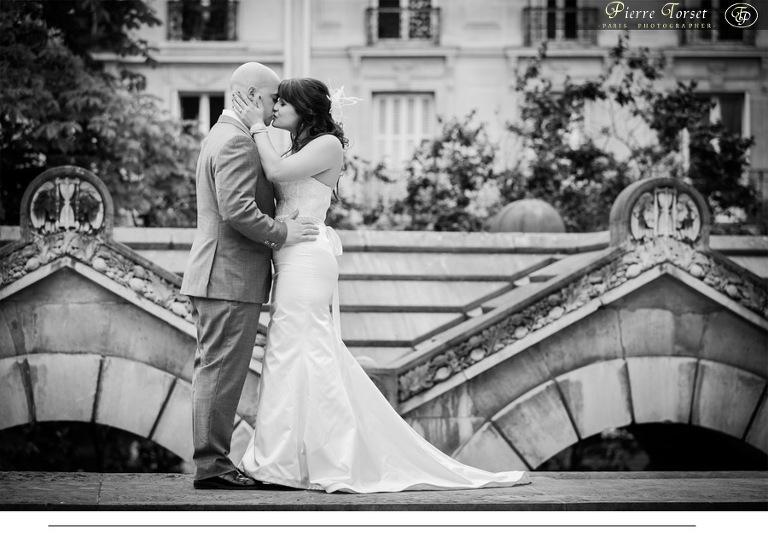 kiss paris black white