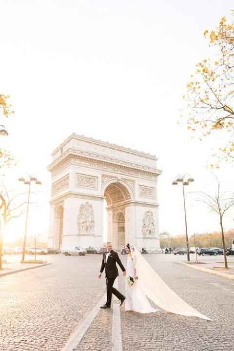 Paris wedding picture at Arc of Triumph