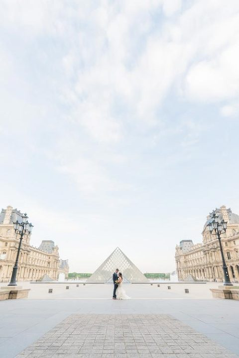wedding photoshoot in Louvre, Paris