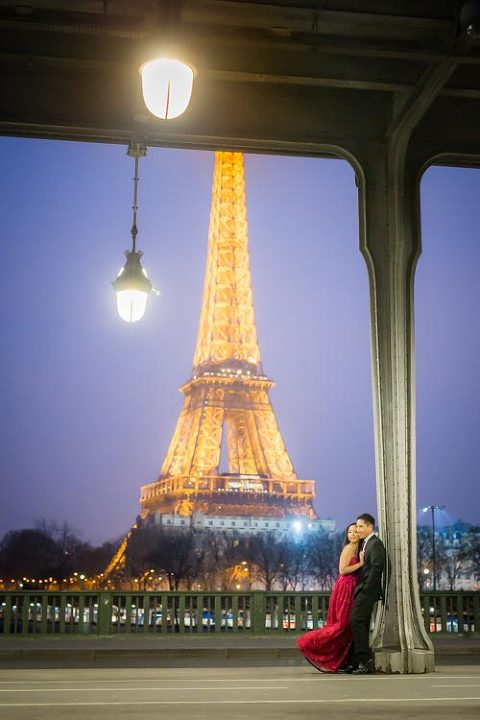 engagement paris photographer night eiffel tower