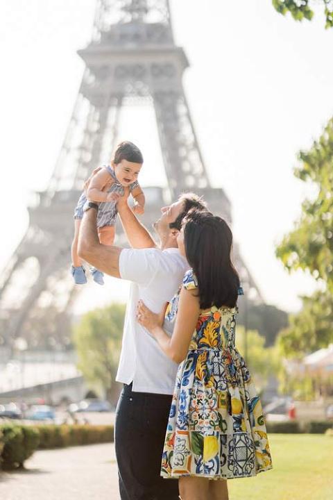 eiffel tower family photo shoot