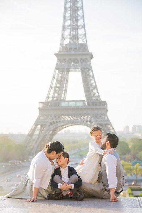eiffel tower photoshoot family