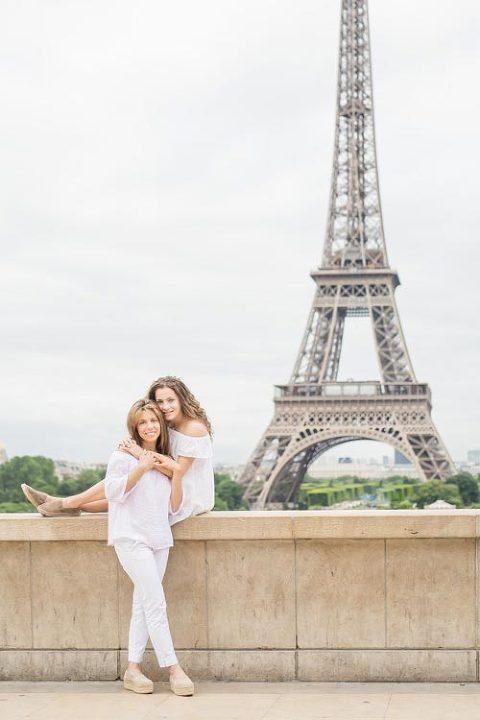 family photoshoot eiffel tower