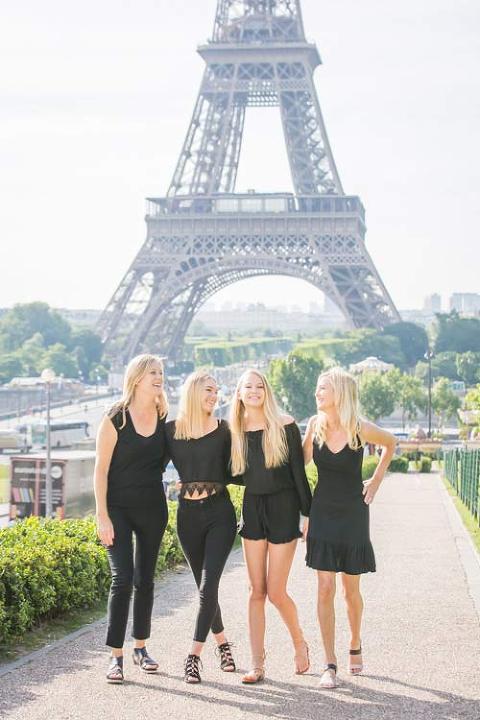 girls photoshoot eiffel tower