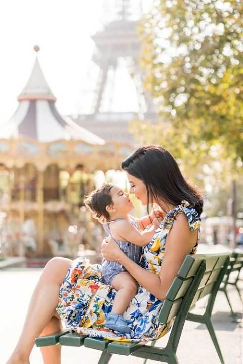 paris eiffel tower family photo shoot