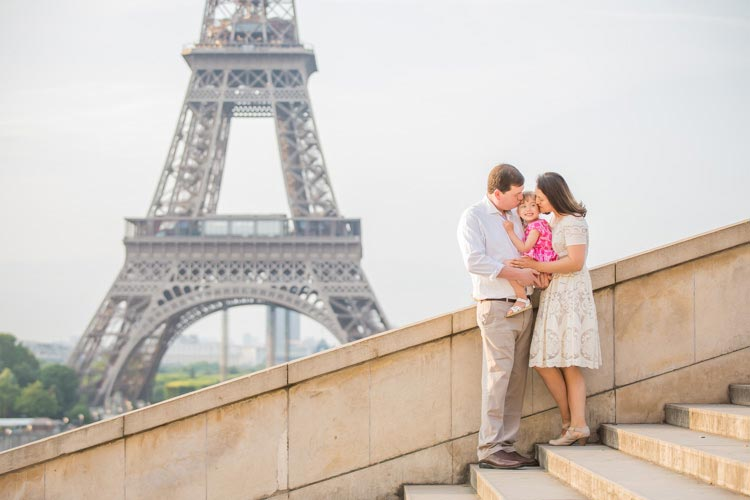 eiffel tower family photographer