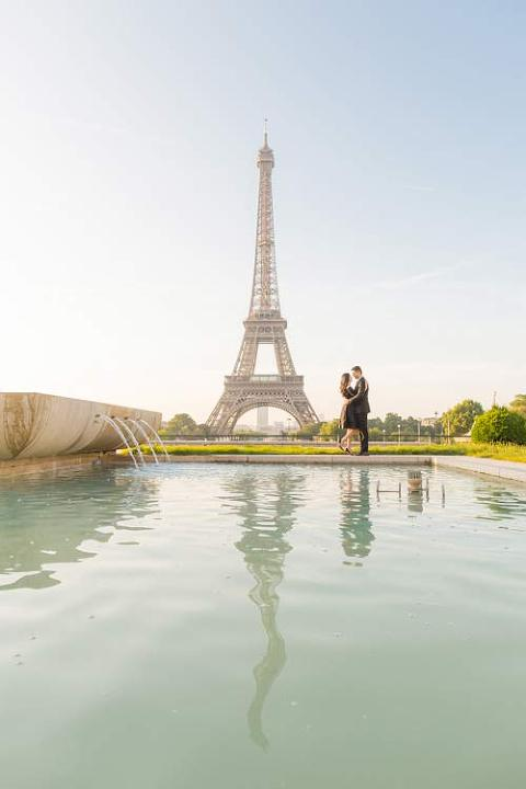 eiffel tower pond photoshoot