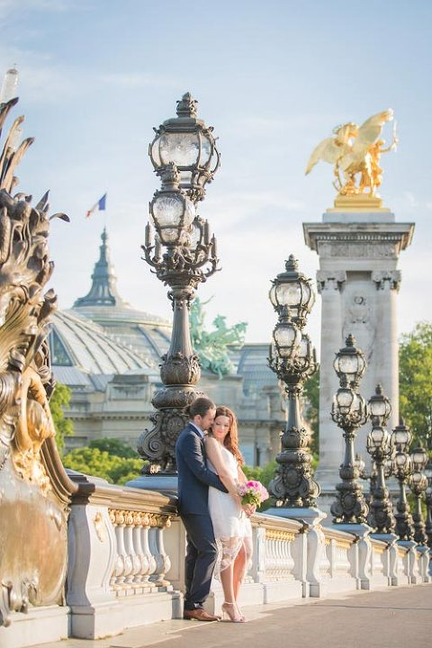 elopement photo paris bridge