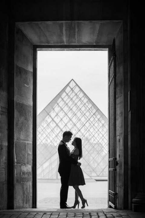 paris couple silhouette