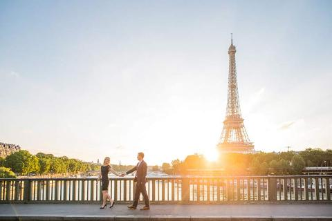 paris couple sunrise photography