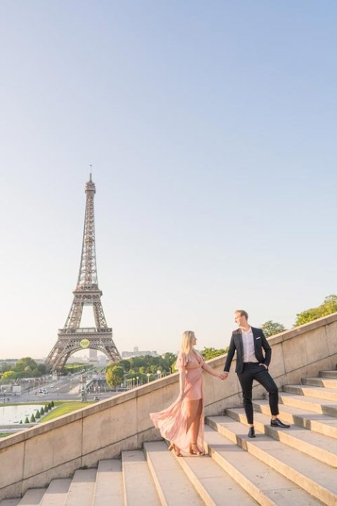 paris eiffel tower stairs couple