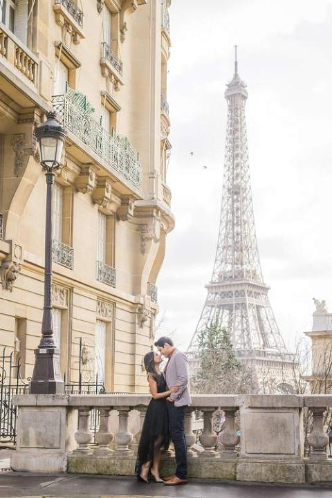paris engagement near eiffel tower