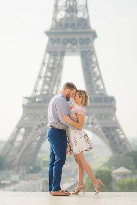 paris engagement portrait eiffel tower