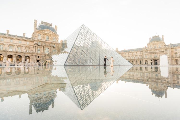 paris pre wedding louvre-pyramid