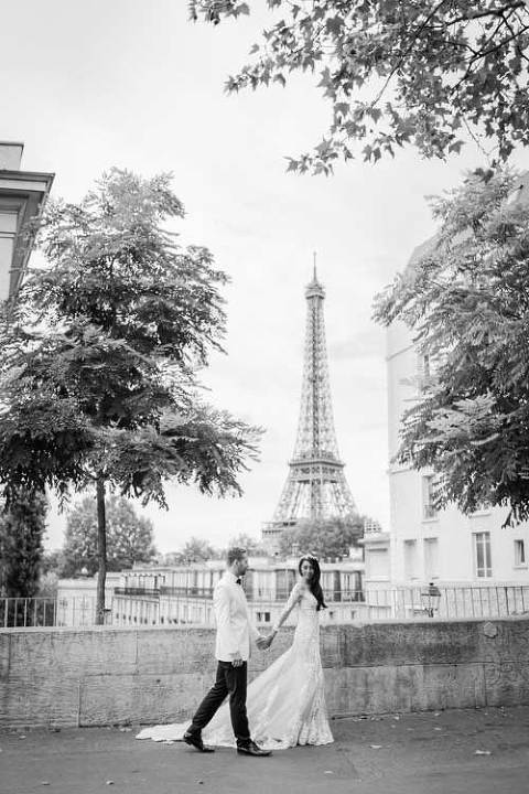 Black white photo paris wedding