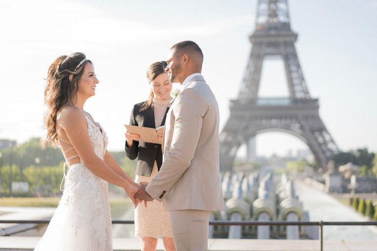 couple getting married eiffel tower