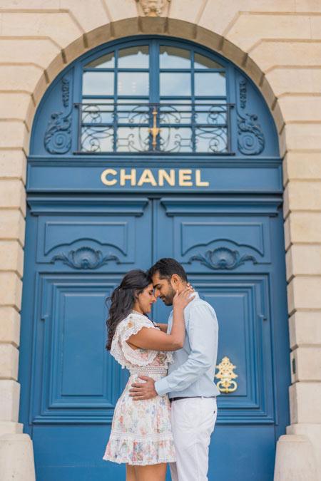 Couple photoshoot at Chanel Door in Paris