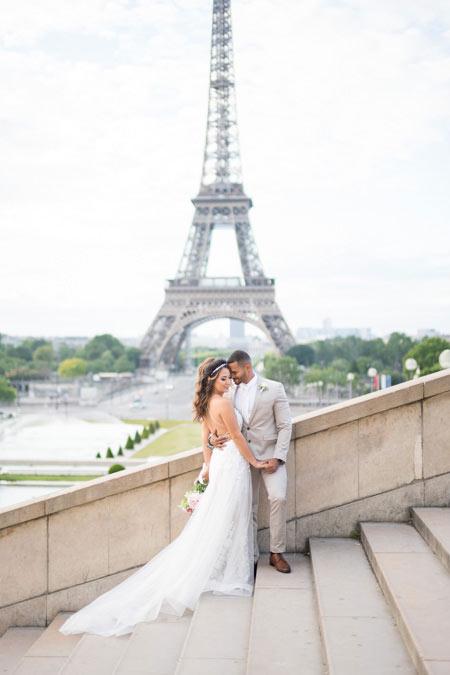 couple trocadero stairs