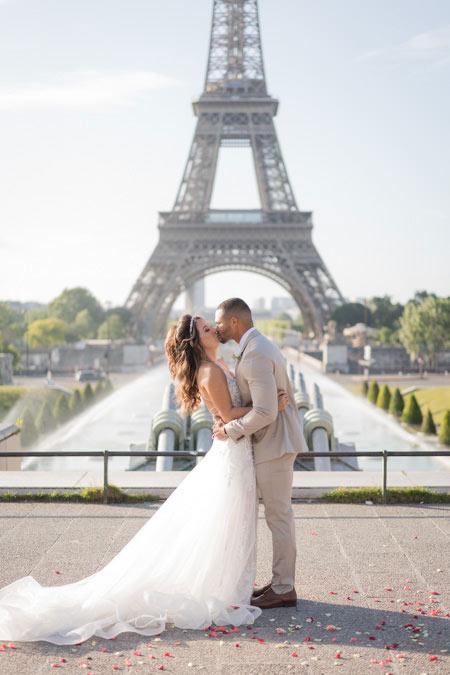 kiss wedding eiffel tower
