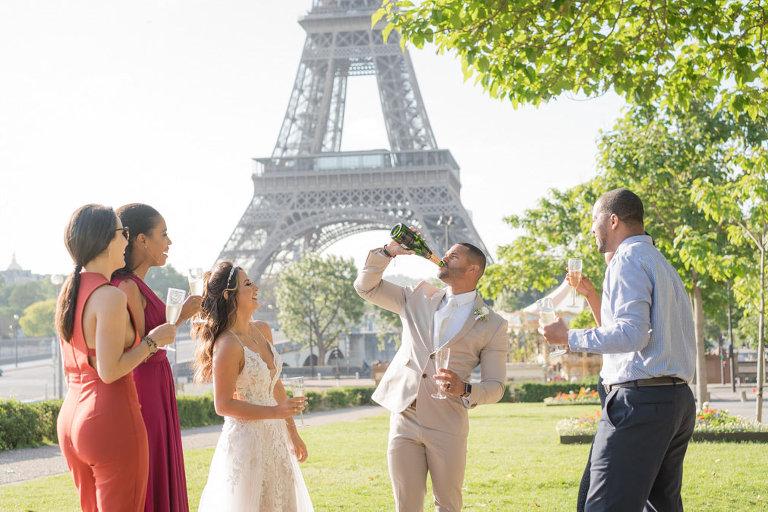 wedding eiffel tower fun photo