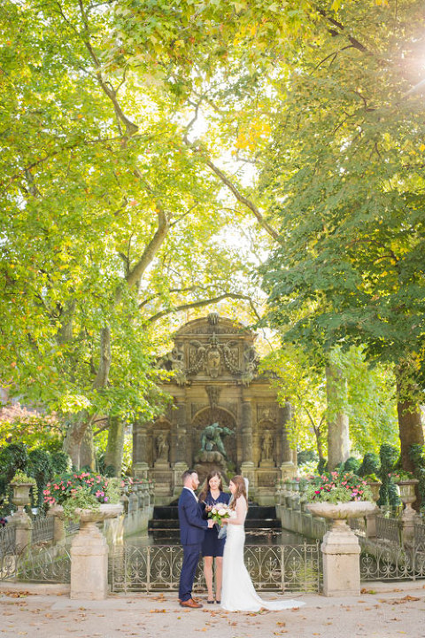 paris elopement in medici fountain
