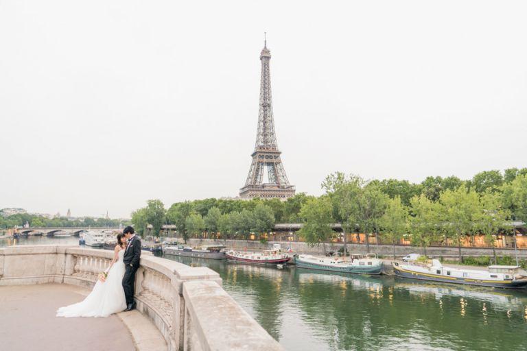 wedding eiffel tower bridge