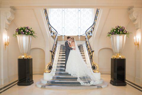 wedding photo paris hotel peninsula staircase